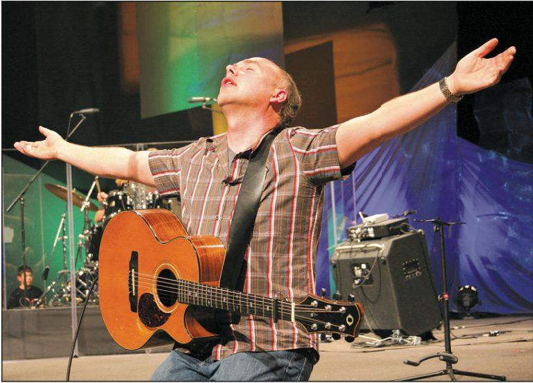 Brian Doerksen worshipping