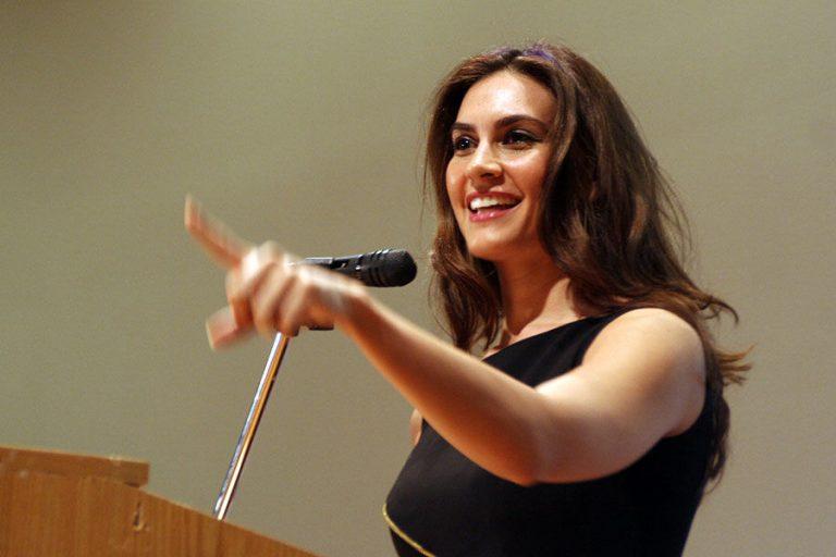 Nazanin Afshin-Jam gives a talk